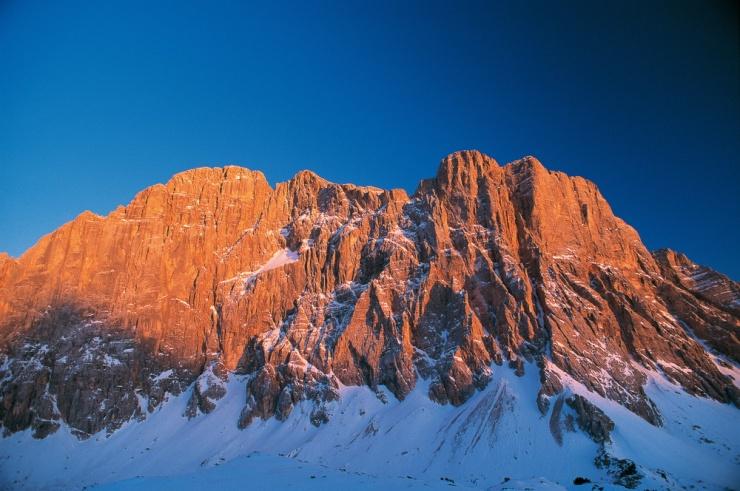 Spettacolare tramonto invernale sulla parete nord-ovest della Civetta